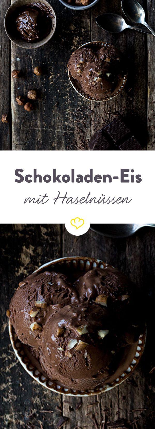 Eine Kugel Eis, bitte. Und zwar Schokolade - zusammen mit Nutella und Haselnüssen so viel besser als der langweilige Klassiker.