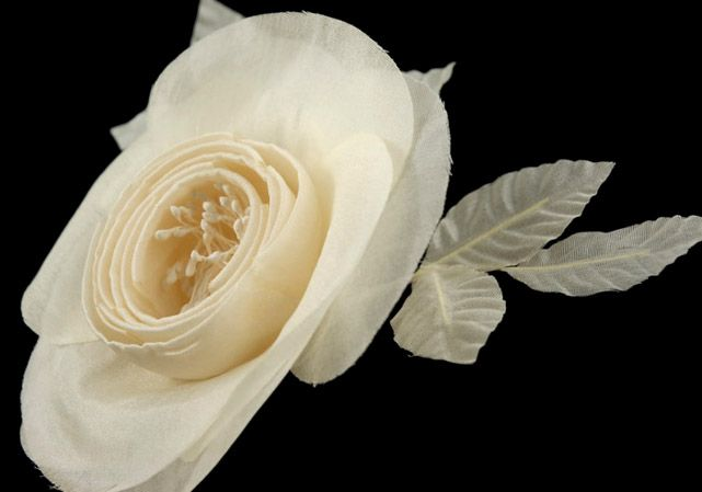 """Ivory Camilla 5"""" x 8 1/2"""" with stamens, wired leaves aand stem $9.49"""