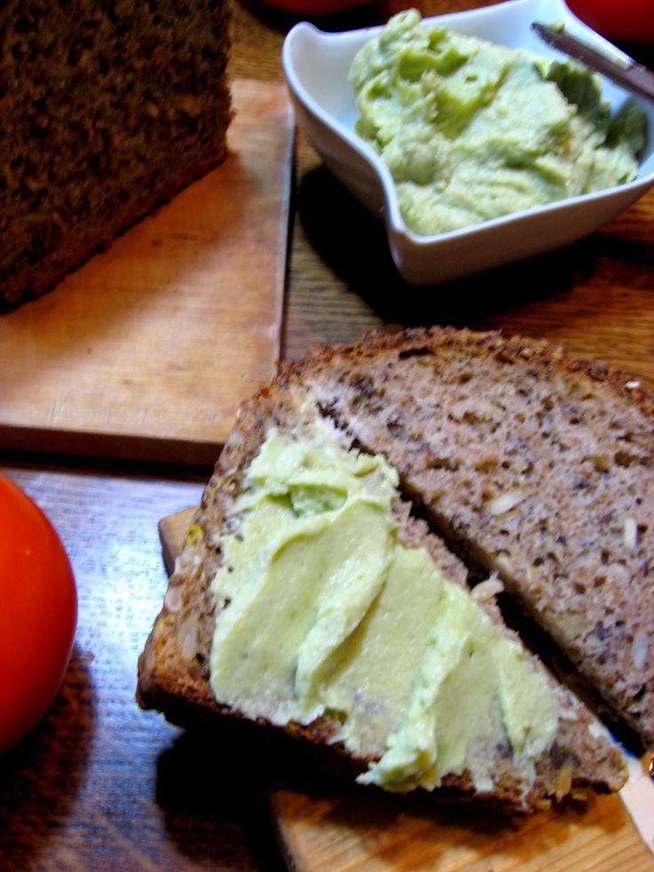 Pasta z awokado, dobry zamiennik masła. - http://www.mytaste.pl/r/pasta-z-awokado--dobry-zamiennik-mas%C5%82a-19486859.html