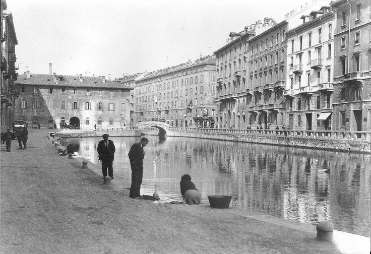 Milano  laghetto di San Marco negli anni '20 - Ca'Medici sullo sfondo,le case ancora esistenti,all'imbocco di via Montebello.Sull'angolo la bottiglietta Villa,oggi El Tombon .