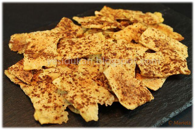 Yes, I Du-kan!: Chips Dukan crujientes de canela tofu, canela, edulcorante en polvo- cortar el tofu en láminas finitas, espolvorear con la canela y el edulcorante por ambas caras y al micro 7-8 minutos y comprobar.