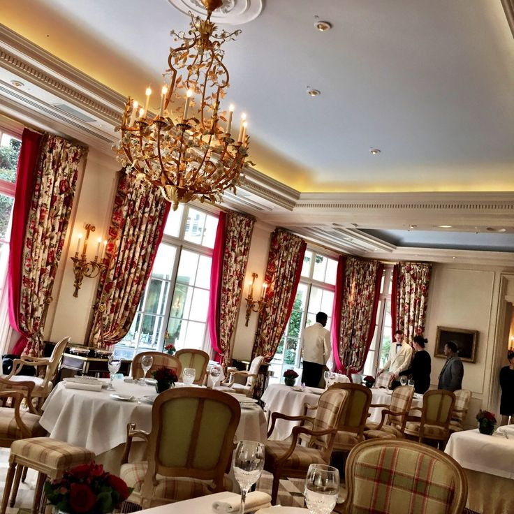Epicure #Restaurant at Le Bristol Hotel #Paris #France - Last week, during my visit to Paris for Fashion Week Fall 2015, I made some time to come for lunch at the iconic Le Bristol Hotel Paris, located on the prestigious rue du Faubourg Saint-Honoré at the heart of Paris'...
