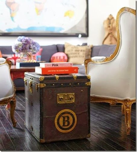 8 astuces pour décorer votre intérieur avec des malles anciennes louis vuitton goyard et moynat des bagages de luxe dans vos appartements maison de luxe