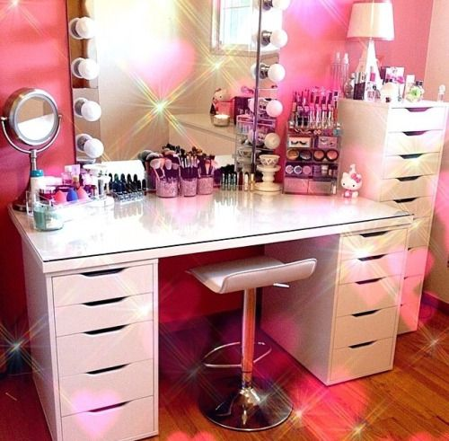Dream bedroom dressing table desk mirror fairy lights for Cute makeup vanity