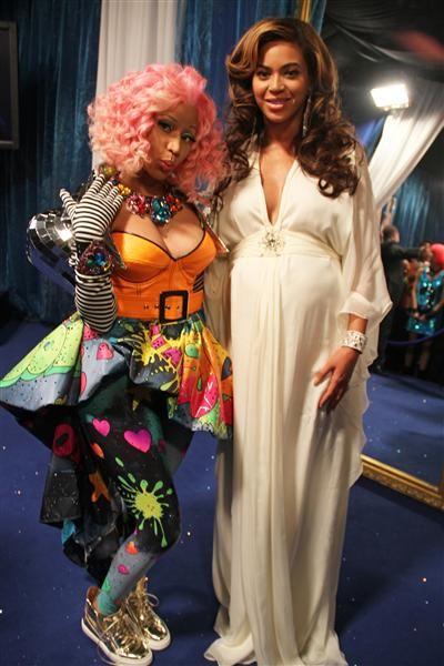 Beyonce baby bump with Nicki Minaj at the Victoria Secret Fashion show