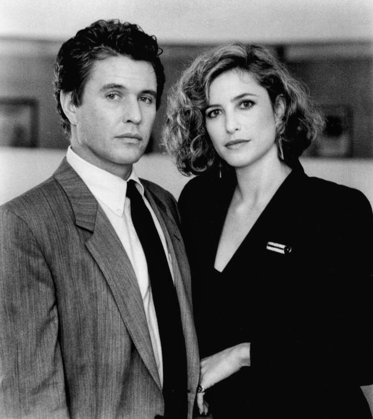 "Tom Berenger y Mimi Rogers en ""La Sombra del Testigo"", 1987"