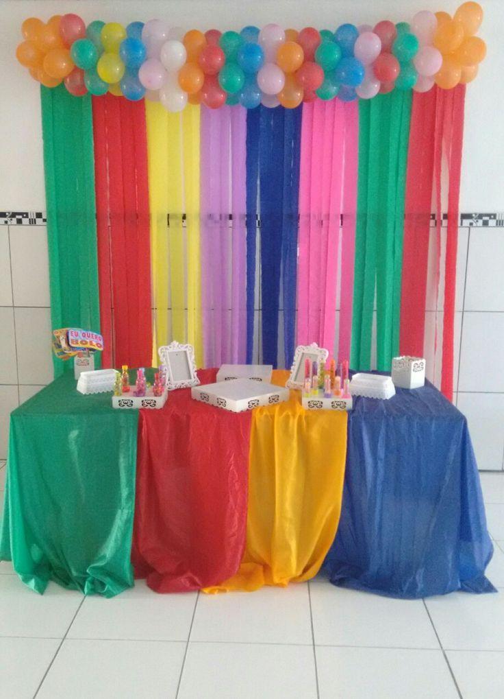 Decoração colorida com cortina de papel crepom #Colors # ...