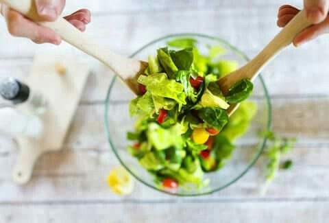 ARE SALADS REALLY HEALTHY OR JUST A BIG LETTUCEY LIE? A dietician weights in