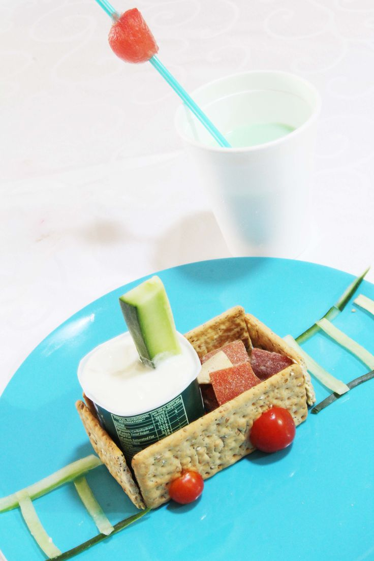 Healthy and fun party ideas! A theme cake, friends, fun and healthy snacks are all they need!
