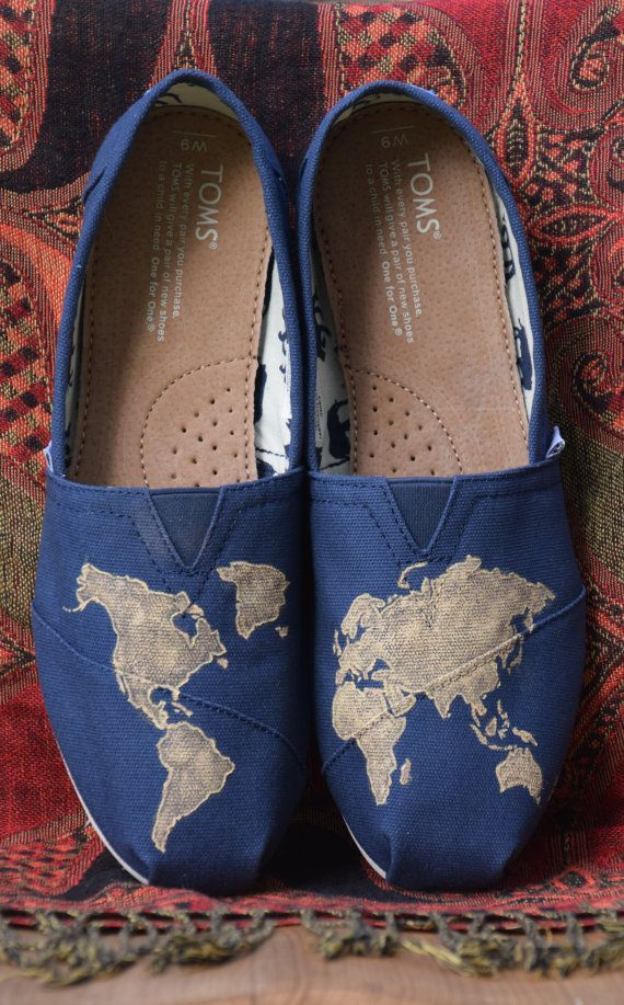 These world map painted TOMS will compliment any adventurers outfit. Whether walking down a nature trail or down a busy street, these shoes are sure to