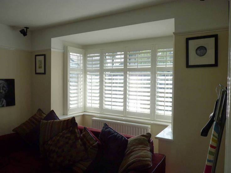 Right angle bay fitted out with 89mm louvred shutters