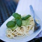 """vegetarische rote Linsen-Bolognese inspired by """"The Vegetarian Diaries"""" Zutaten (für 2 sehr hungrige Esser) 2 Knoblauchzehen 4 Schalotten 1 große ..."""