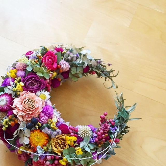 maitakachanさんの、三日月,北欧,ドライフラワーリース,花,DIY,ハンドメイド,薔薇,紫陽花,ガーデニング,ドライフラワー,スウェーデン,無垢の木,ナチュラル,カラフル,On Walls,のお部屋写真