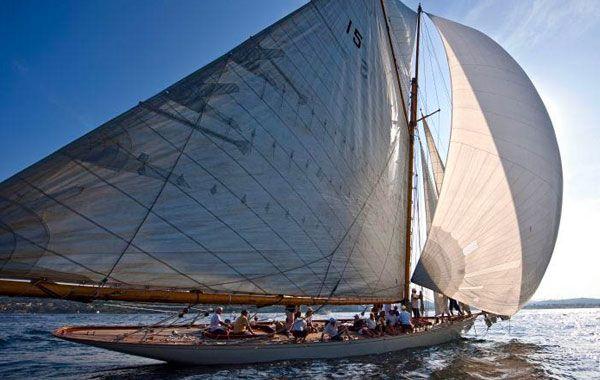 Suivi en catamaran de voiliers Classiques - http://www.arthaudyachting.com/suivi-catamaran-de-voiliers-classiques/ - Arthaud Yachting - Yacht charter Cannes : http://www.arthaudyachting.com/