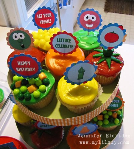 Adorable cupcakes, board book decorations, and goodie bag printable idea