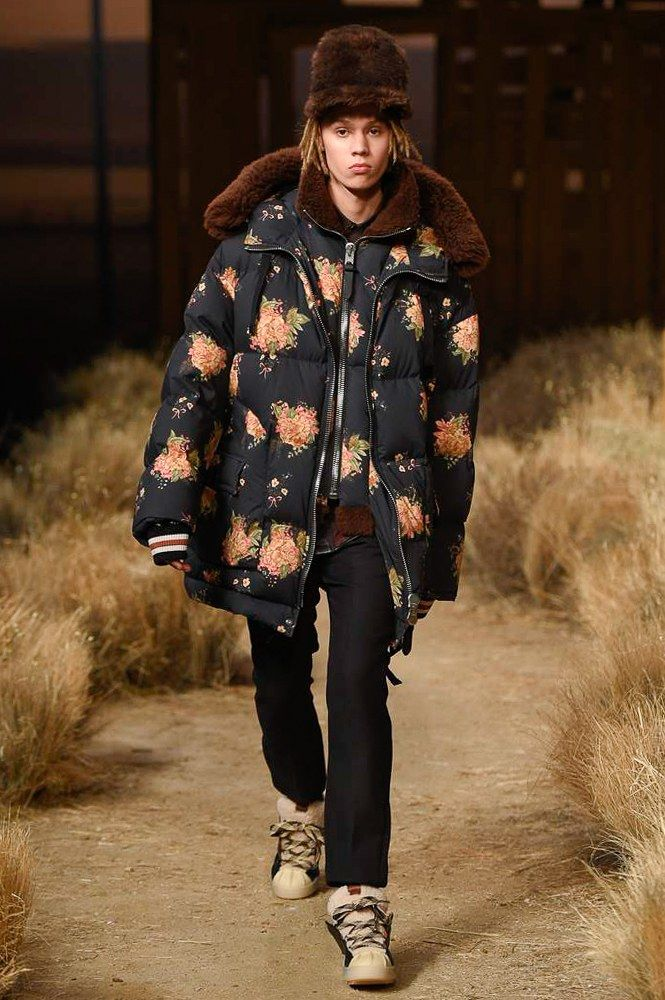 See the complete Coach 1941 Fall 2017 Ready-to-Wear collection.