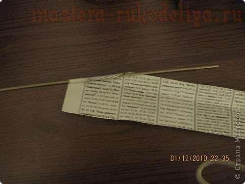 Кручение и покраска трубочек из газет.