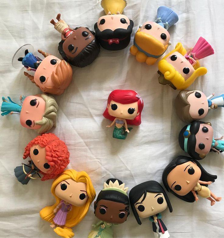 E hj aqui no @minhasprincesasdisney estaremos iniciando mais uma temporada. E agora vamos conhecer as curiosidades da 3ª princesa, Ariel L, A Pequena Sereia. Vamos nadar pelos 7 mares e nos acompanhar nessa aventura. �������� #princesas #princesasdisney #Princess #disneyprincess #Disney #popfunkodisney #popfunkoprincesas #BrancadeNeve #Cinderela #Aurora #Ariel #Bela #Jasmine #Pocahontas #Mulan #Tiana #Rapunzel #Merida #Anna #Elsa #Moana #souprincesasoureal…
