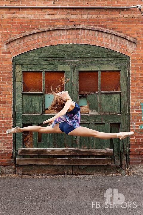 Dance, high school senior girl, spits, Fabiana Beatriz Photography