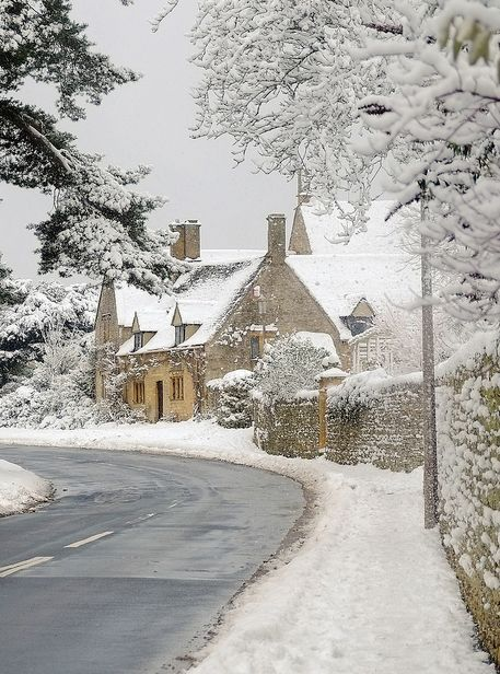 Winter, snowy scene. Cotsworlds by Andrew Lockie (this is THE place I would like to be at Christmas)