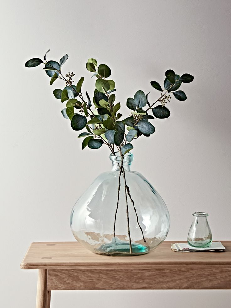 The perfect botanical accent for any living space, our set of three artificial eucalyptus sprays have realistic soft green leaves and long stems, suitable for almost any vase. Perfectly realistic, with petite, glossy leaves, they also pair beautifully with other faux floral stems.