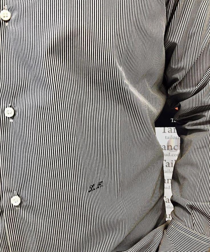 Camicia su misura semi sartoriale semi confezionata tessuto Inglese rigatino di mano fresca realizzato con filato di puro cotone . Collo alla Francese . Bottoni in madreperla e monogramma ricamato sulla Camicia il tutto realizzato da Tailor Francis .  Shirt bespoke tailoring seeds seeds packaged tissue English bacon fresh hand made with pure cotton yarn. Neck to the French. Pearl buttons and monogram embroidered on the shirt all made from Tailor Francis.