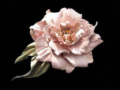 Цветы из кожи .Брошь заколка НЕЖНОСТЬ - кожа,натуральная кожа,цветы из кожи