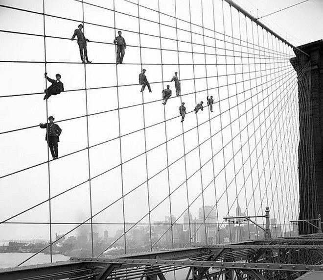 Οι εργάτες που βάφουν τη γέφυρα του Μπρούκλιν, 1914.
