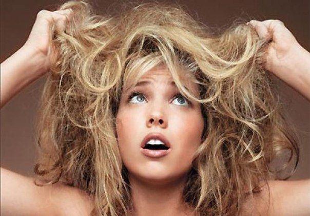 Волосы, которые превращают вас в одуванчик, вряд ли могут кому-то понравиться. Чтобы этого не допускать, необходимо следовать следующим правилам: 1. Не злоупотребляйте плойками, утюжками и феном. Обязательно пользуйтесь спреями до укладки волос и после.  2. Носите одежду из натуральных тканей.  3. Регулярно делайте маски на основе натуральных компонентов.  4. Пейте больше воды!  5. После мытья волос шампунем обязательно используйте кондиционер. 6. Избегайте средств, которые сушат волосы.