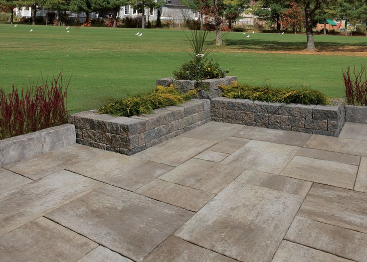 Rugged charm, double-sided texture and rich earth-toned colours make Castelo a reliable choice for garden walls, tree surrounds and edging.