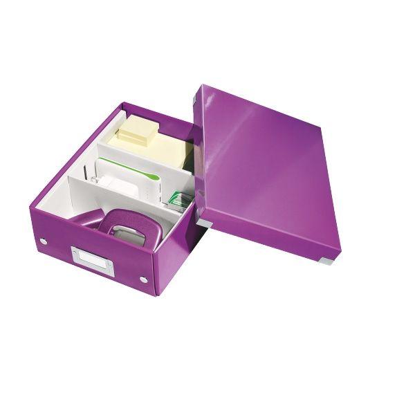 Leitz 6057 WOW kleine sorteerdoos paars metallic  |  De metallic paarse Leitz WOW Click & Store sorteerdoos heeft diverse vakken voor het opbergen van kleine spullen, zoals bureau-accessoires. De vakindeling is flexibel, u kunt naar wens 2 of 3 vakken creëren. De inklapbare opbergdoos is voorzien van label voor het specificeren van de inhoud. Het gelamineerde karton maakt het mogelijk de doos eenvoudig af te nemen, zodat niet alleen de inhoud maar ook de doos zelf stofvrij blijft.