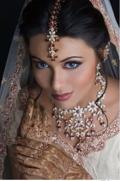 simple Indian bride, makeup, jewelry, tika, veil, mehendi ...