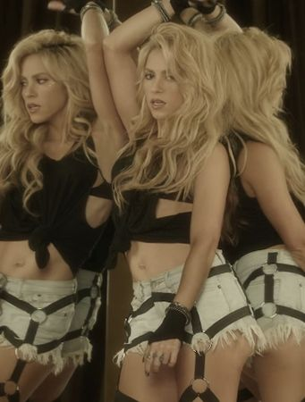 Shakira. Chantaje. Inspired in Nu Gothic.  Ds➡@erikaevans5245