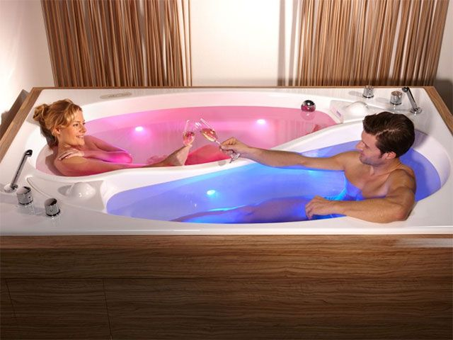 The yin yang bathtub is ideal for couples who want to spend quality time without encroaching on each other's personal space. The unique yin yang design...