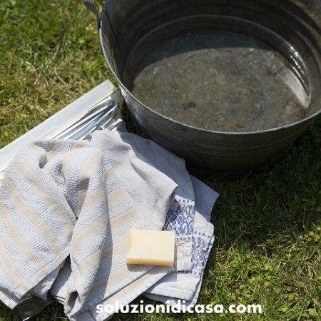 Mettete in ammollo i tessuti ingrigiti dai lavaggi