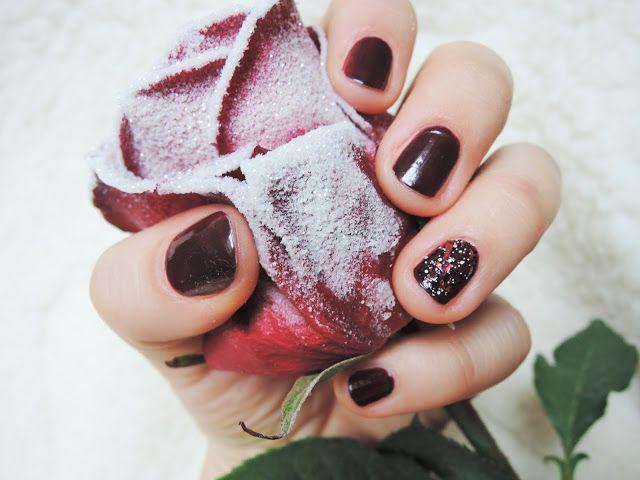 The Fashion Caviar: Frozen rose manicure