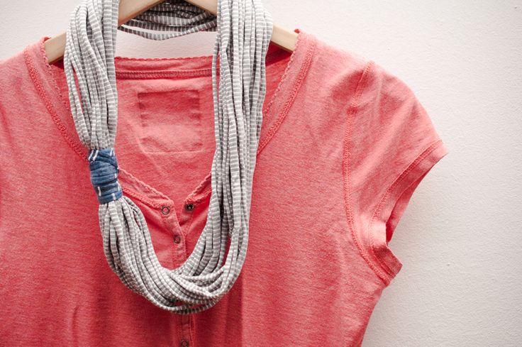 gestreifte Infinity-Kette aus Recycling-Textil von Tori Handmade auf DaWanda.com