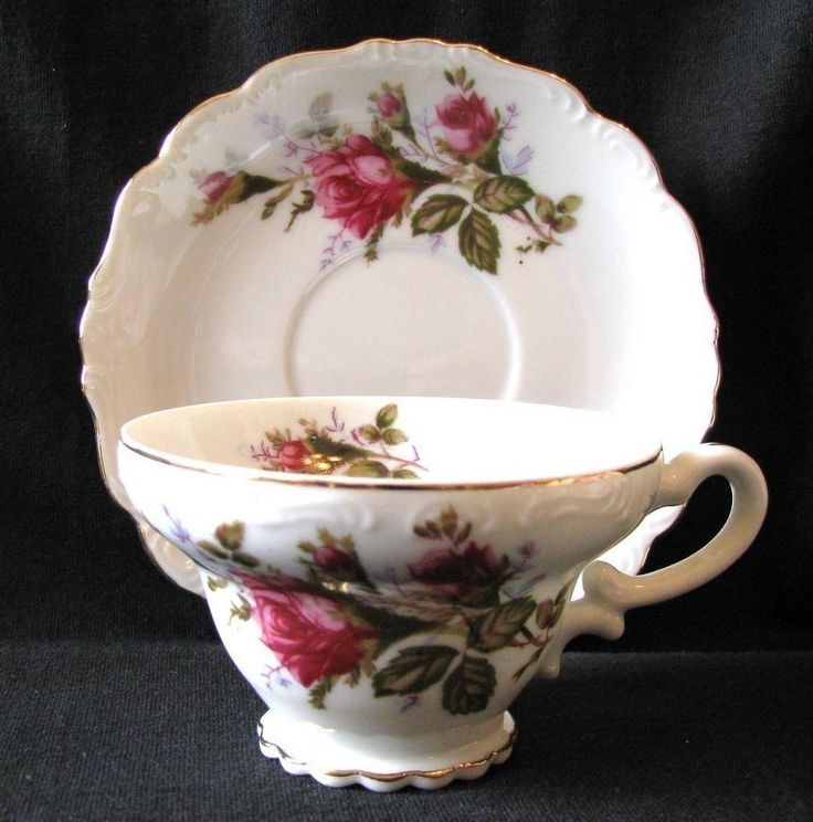 Vintage Royal Sealy Moss Rose...so many different pieces were made that it's an easy thing to start collecting!