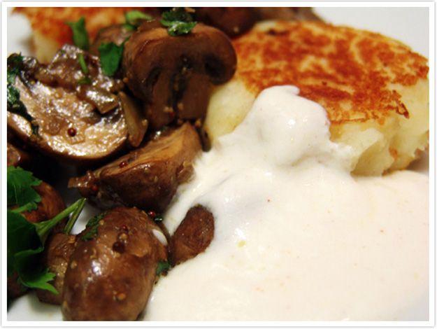 Le Passe Vite: Cogumelos Salteados com Bolinhos de Batata e Molho de Iogurte