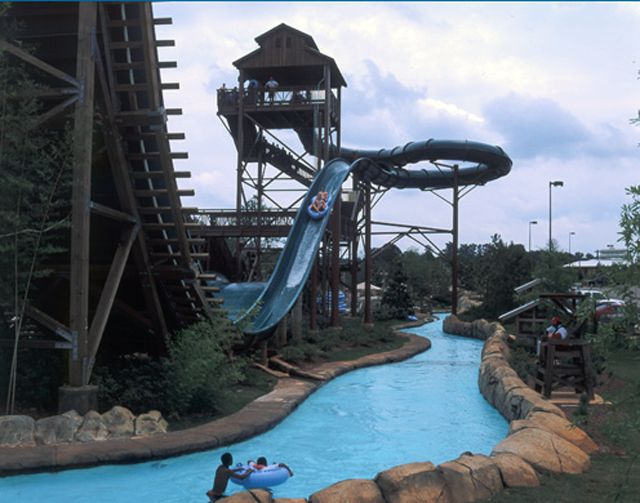 Overview of Geyser Falls Water Park in Mississippi