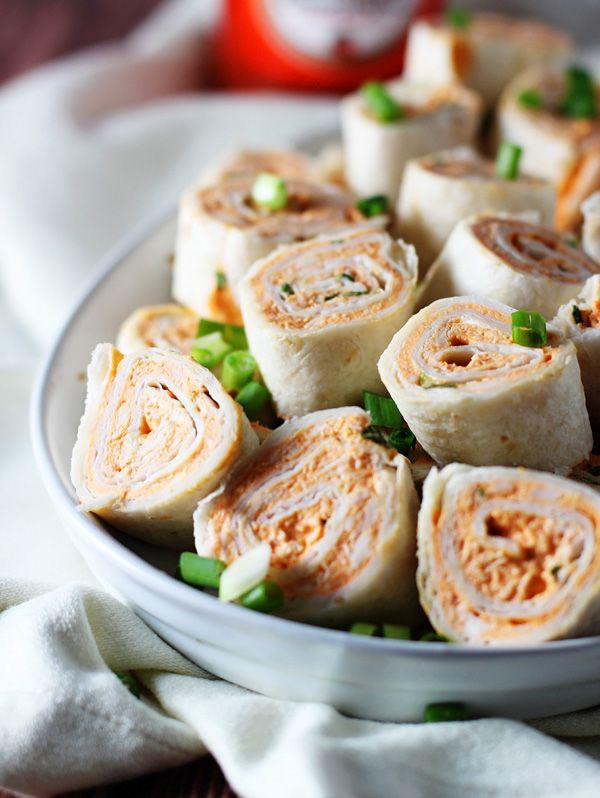5 ingredients and 20 minutes are all it takes to make these buffalo chicken pinwheels