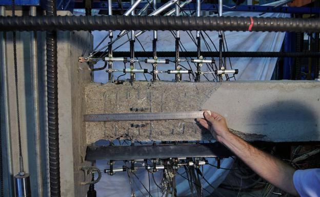 Monday, Feb. 26, 2018: Una nueva mezcla de aleaciones con memoria de forma y hormigones especiales, patentada por la Universidad Politécnica de Valencia (UPV), mejora la protección de edificios y puentes y permite que recu…