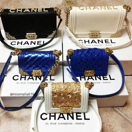 Chanel Boy Bag Purse Become One Of The Most Coveted Bags Among S Even Tho This Is A Standard Hanging In Closet Celebs And Soci