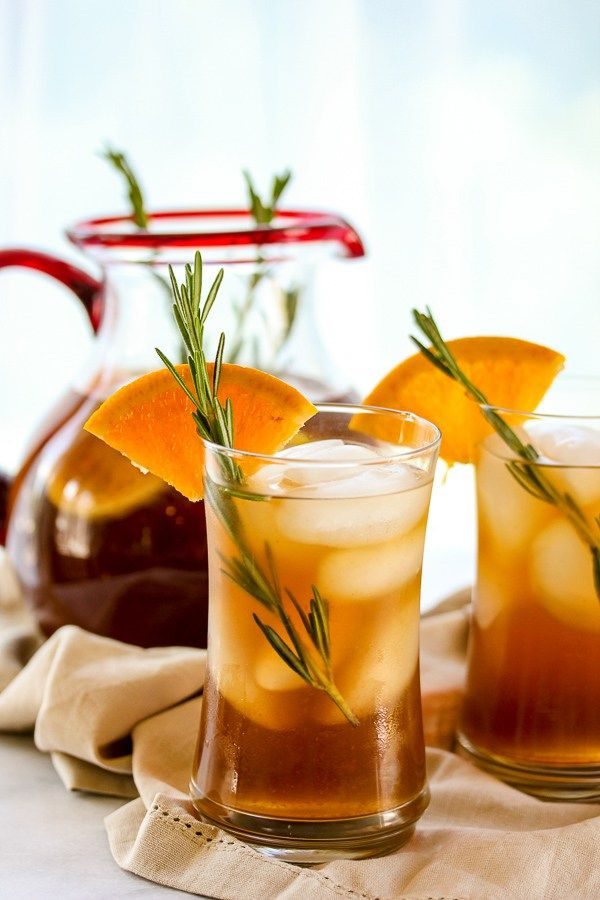 Rosemary orange ice tea has a light, slightly sweet flavor from the citrus with just a hint of rosemary in the background. | lisasdinnertimedish.com