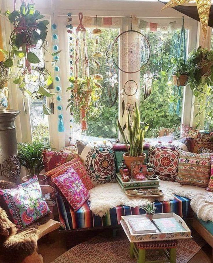 Hippie lounge | Bohemian living room decor