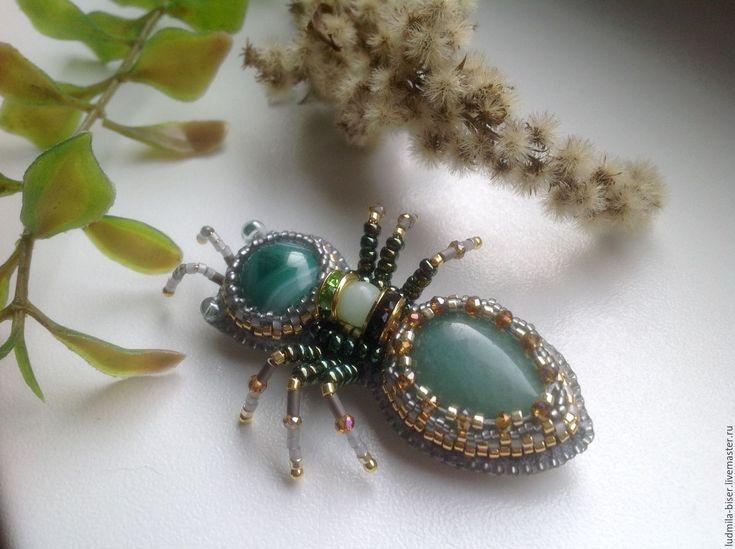 """Купить Брошь из камней и бисера """"Муравей"""". - зеленый, светло зеленый, салатовый, брошь, муравей"""