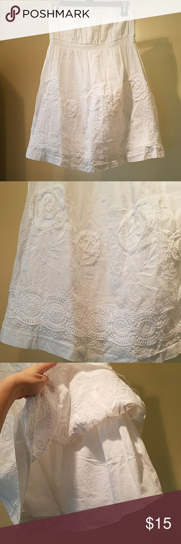 White tube top with white floral detailing White top with white floral detailing, white cotton lining underneath.  Beautiful roses.  Could be dress or top. Dresses Strapless