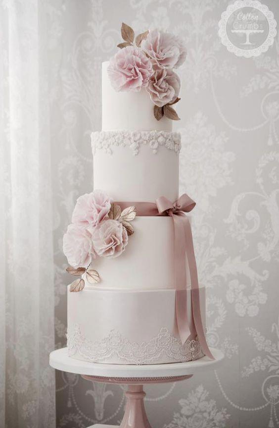 Ausführliche weiße Hochzeitstorte des Tierrosas vier   – Hochzeitstorte