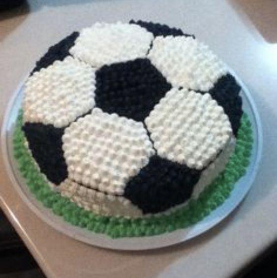 Football Cupcake Cakes, Soccer Birthday Cakes, 25th Birthday Cakes, Soccer Cake, Football Cakes For Boys, 25 Birthday, Easy Cake Decorating, Birthday Cake Decorating, Cake Decorating Techniques
