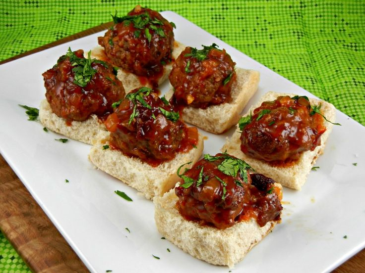 Easy Dinner. Crowd Pleaser. Crockpot Meatball Sliders with Peach Chipotle BBQ Sauce #easyrecipe #slowcooker #gameday